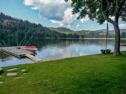 Peaceful location on beautiful Twin Lakes, perfect for boating, water-sports and swimming.