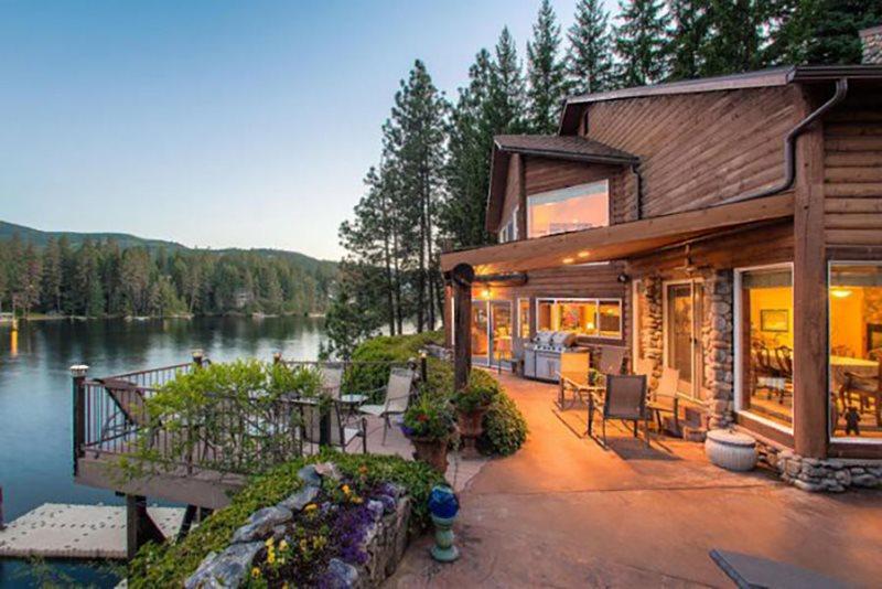 Luxury Waterfront Vacation Rental in Post Falls, Idaho