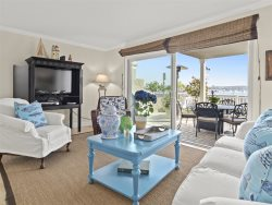 CASA 227 LIVING ROOM VIEWS OF BEACH AND BAY