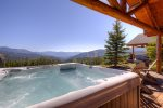 Don`t miss the spectacular views from the master suite, with king bed and flat screen TV.