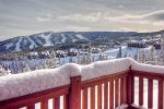 Breathtaking views of sunrise and ski slopes from deck and hot tub.