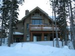 Plenty of seating for everyone, flat screen TV, rustic log accents, heated floor