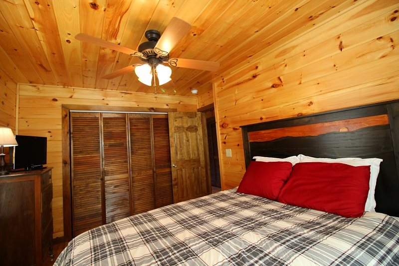 Two Bedroom Two Bath Log Cabin In Quiet Wooded Setting