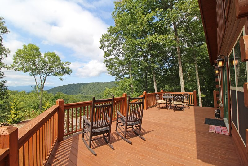Three Bedroom Custom Cabin With Outstanding Views Near