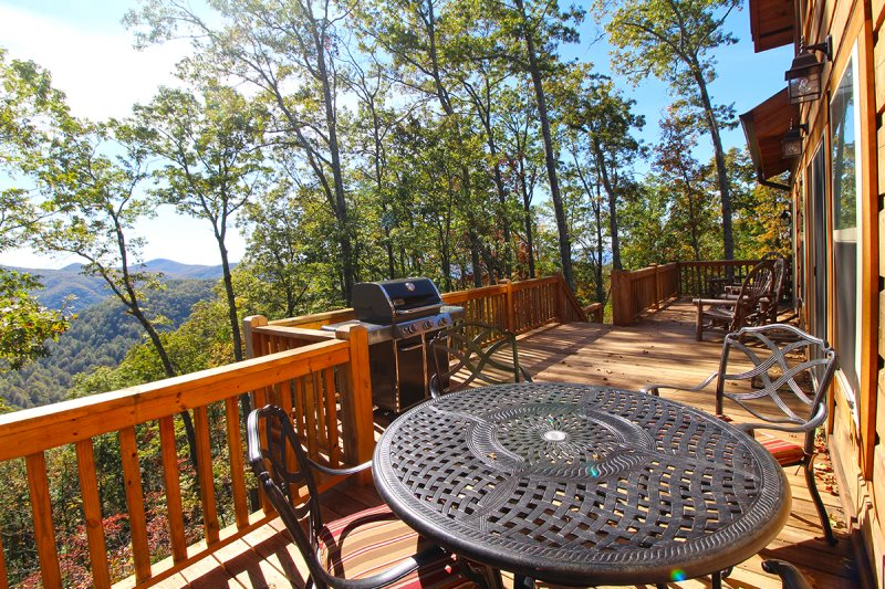Secluded Three Bedroom Cabin With Beautiful Views Game Room And