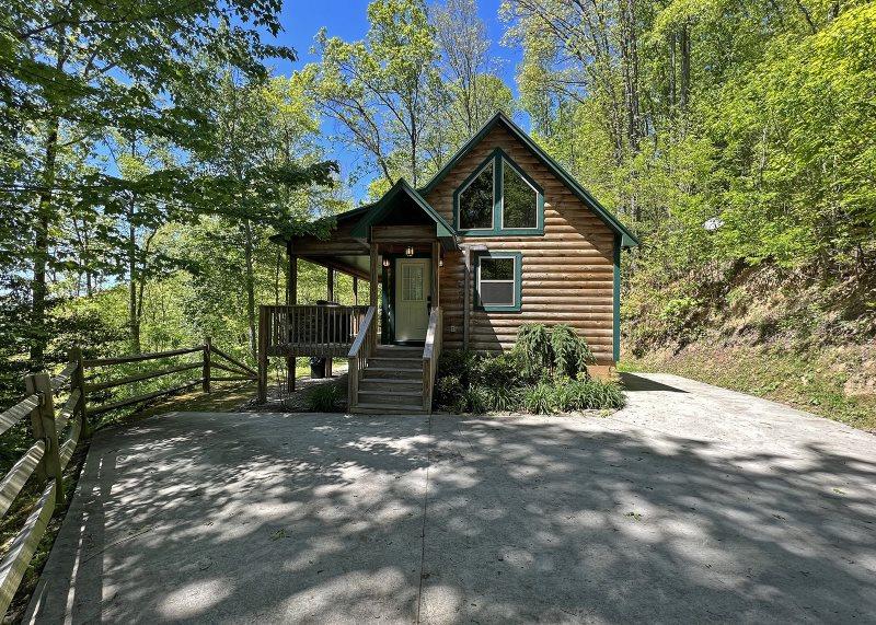 Honeymoon Getaway Cabin in the Smoky Mountains near Bryson