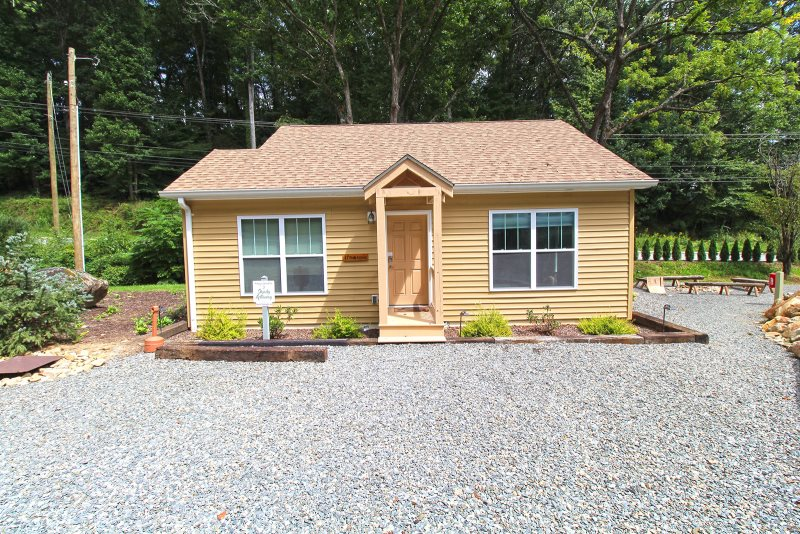 One Bedroom One Bath Cottage Near Great Smoky Mountain Railroad In Bryson City Nc