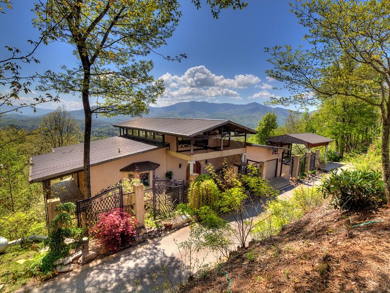 Luxury Vacation Home Overlooking Bryson City Nc