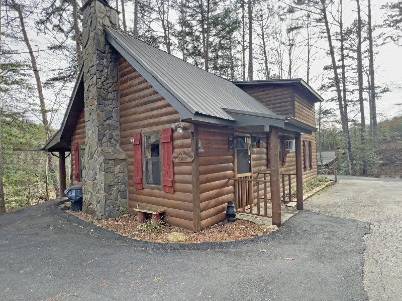 located pin in lodge hidden cabin cabins creek city sleeps bryson nc rentals redwood