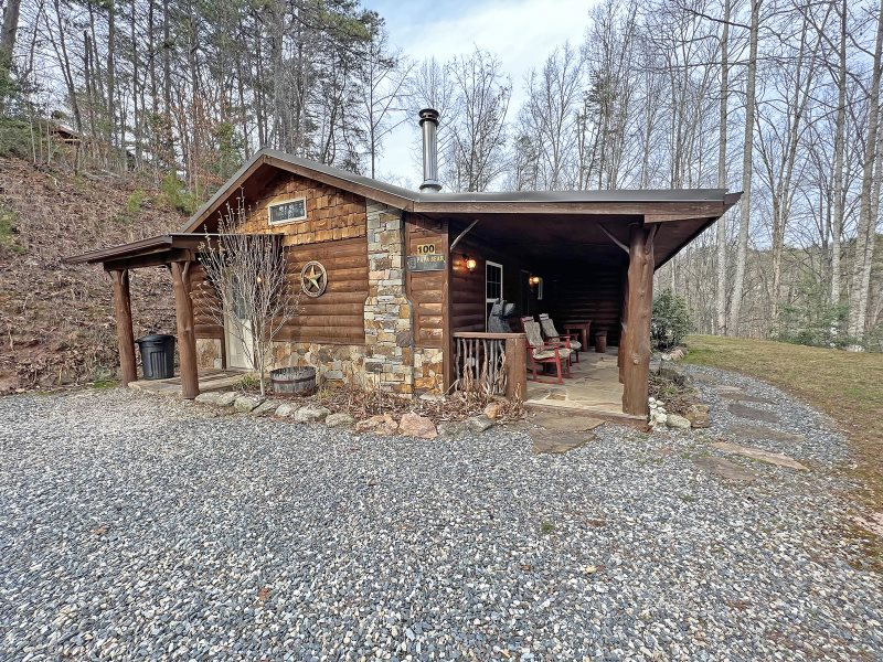 Two bedroom rustic log cabin rental in the mountains near for Rustic log homes
