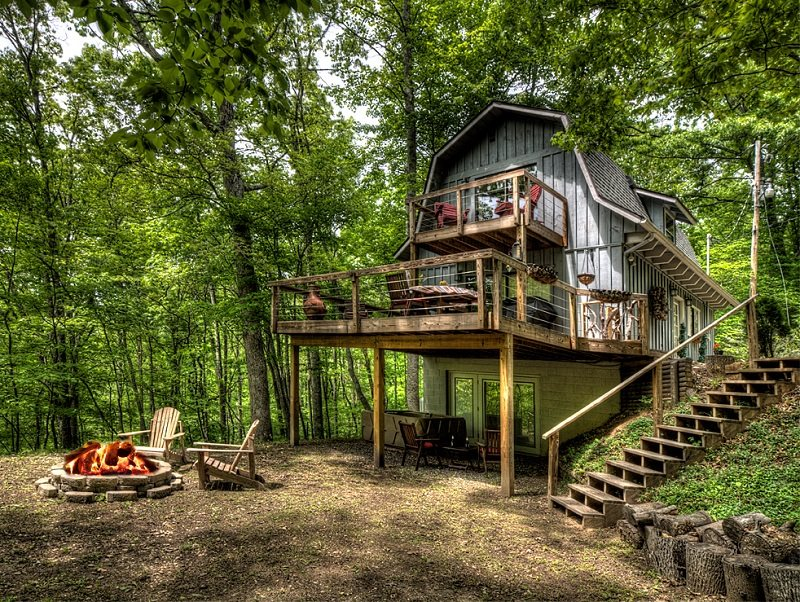cabin find city bryson vacations nc fontana areas lake by in header cherokee mountains nantahala rentals web carolina and cmv north mountain fall cabins smoky the
