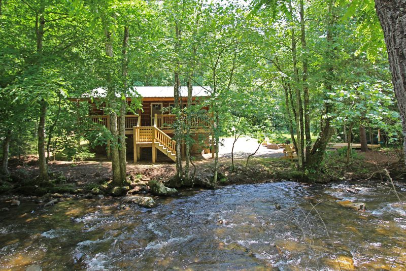 Creekside cabin rental smoky mountains bryson city nc for Smoky mountain nc cabin rentals