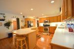 Fully equipped kitchen picture 3 of 4