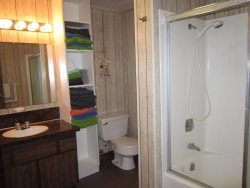 Sea Star - 1st Level - Bathroom with Tub\/Shower and W\/D, photo 2