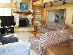Ridgetop - Living room with fireplace\/ tv