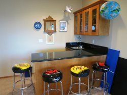 Ocean Dream - Wet bar with 4 bar stools