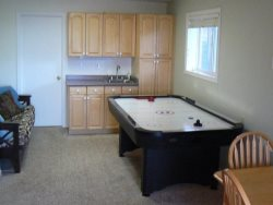 Annas Beach House - Lower Level Family Room \/ Air Hockey Table is Non-Functional