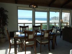 Annas Beach House - Main Floor Dining Area