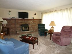 Newport Getaway - Living Room - With Fireplace and Flat Screen TV