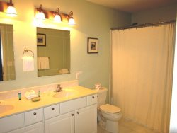 Ocean Breeze - Upper Level Master Bathroom with tub\/shower