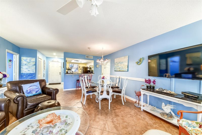 You Will Feel Spoiled As Enter This Beach Chic 2 Bedroom Bath Second Floor Quiet End Unit In Port Royal Village On The North Of Hilton Head