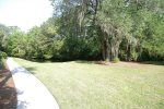 Forest Beach Villa Common Grounds/Back yard