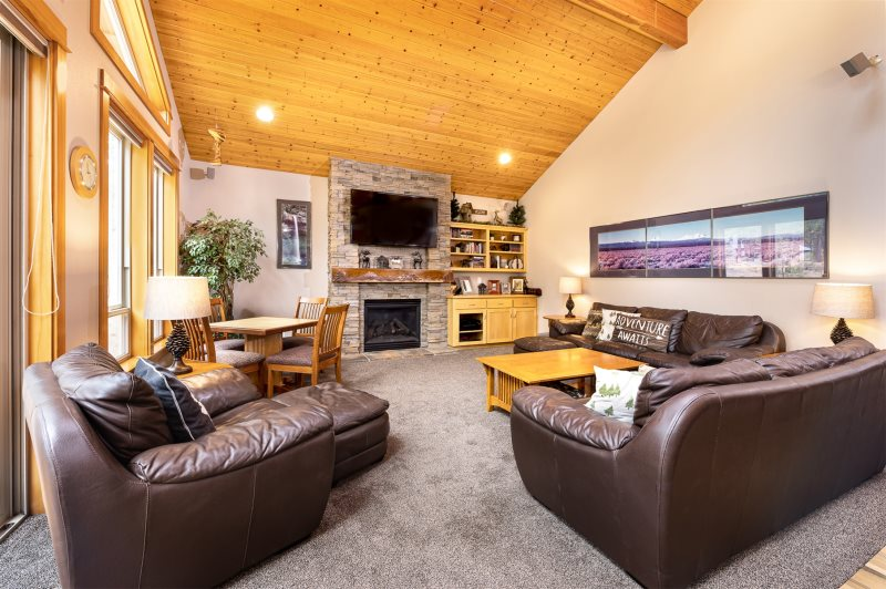 Blue Pacific Vacation Rentals - Deerfield Lodge - OR