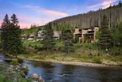 Best Luxury 4 Bedroom+Den & Walk to Slopes! Sleeps 12+