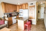 Kitchen with Island - seats up to 2