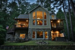 Stunning cabin directly on the Coosawattee River