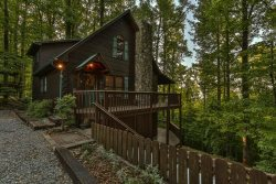 Breezy Bear Cabin- Mountain Views on Beautiful Walnut Mountain- Pet Friendly