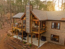 W&W Lodge (Whitetails & Whiskey)- Private Location in the Desirable Coosawattee River Resort