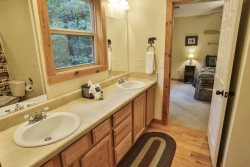 Jack N Jill bath between upstairs guest rooms.