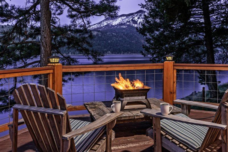 Wallowa Lake front vacation rental | Lake Shore Cottage