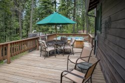 A vintage cabin within walking distance to the resort activities at Wallowa Lake!