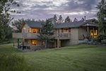 5 acre home perfect for your larger family gathering, wedding, or corporate retreat witihin walking distance to Joseph, Oregon.