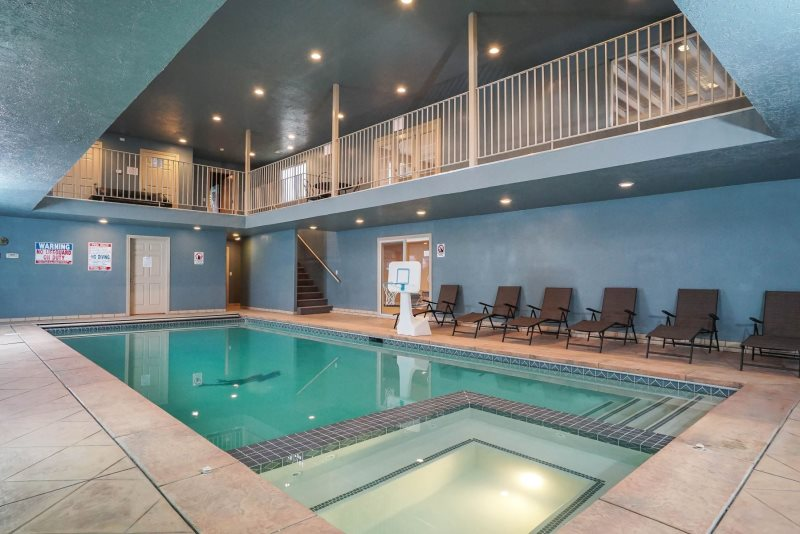 Draper Poolhouse Group Retreat, Large Family Reunion Home With Indoor Pool  U0026 Game Tables