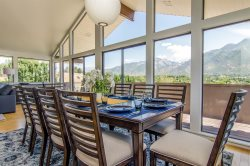 Alta View, 4 Bedroom, Views, Hot Tub, Foosball, Fireplace, Close to Ski Resorts! Remodeled