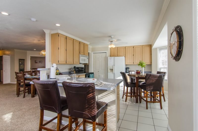 3 Bed 2 Bath, Sleep 9 Foosball, Fireplace, Convention Center And Salt Lake  City Minutes Away