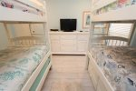 Large Bedroom - Sleeps up to 6 people - It is the perfect kids room