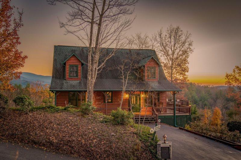 Dream Catcher- Luxury Blue Ridge Cabin Rental- Great View