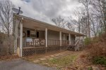Nottely River Retreat- 400 foot of water frontage-walk to the river, minutes to downtown Blairsville
