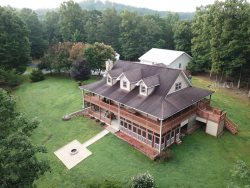 Home for Large families, Minutes to downtown Blue Ridge, shops, restaurants, firepit, gameroom, hottub