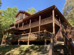 Cabin w/ outdoor living & dining, hot tub, hammock, wifi, pool table, minutes from fishing, 20 mi Blue Ridge