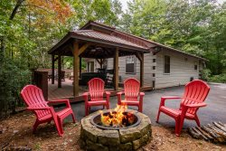 Sunnyside Cottage- Mountain View- Wifi-Hot Tub, Close to the Toccoa river- New Listing!!