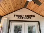 Sweet Creek Retreat - Luxury Tiny Cabin! View, WIFI, Hot Tub, Camp Fire Pit and More!!!