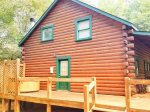 Freshly stained log cabin minutes from down town Blue Ridge