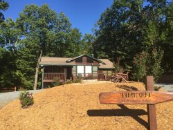 Hot Tub, Wifi, Mountain View, campfire pit, minutes to Blue Ridge and convenient to Ocoee Rafting