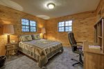 queen bedroom with private bath-Ocoee River cabin rentals