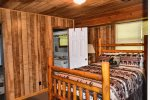lower bedroom 1-Ocoee River cabin rentals